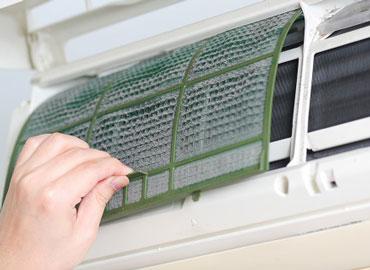 Hướng dẫn vệ sinh điều hòa treo tường đơn giản